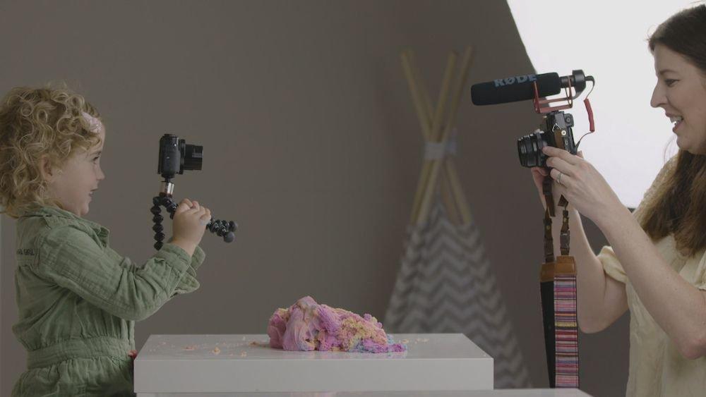 Jaydie is drie jaar oud en vlogger met moeder Patricia Verbruggen